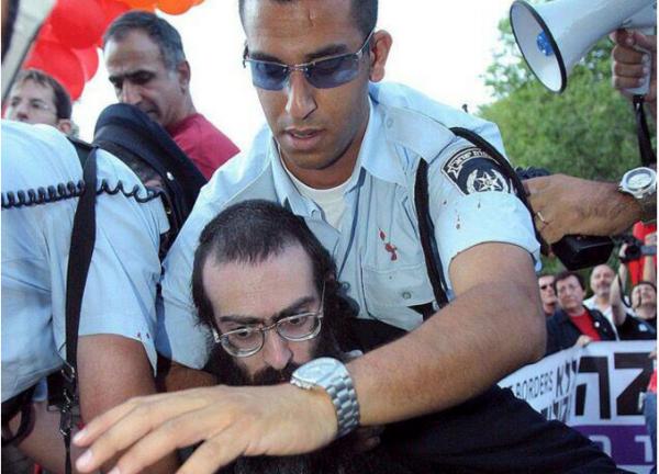 Ортодокс устроил резню на гей-параде в Иерусалиме.
